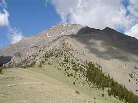 Looking up the East Ridge of Diamond Peak.